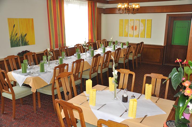 Schön gedeckte Tische im Gasthof zur Linde