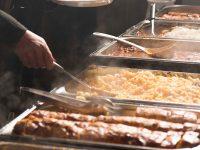 Buffet mit verschiedenen warmen Speisen vom Gasthof zur Linde