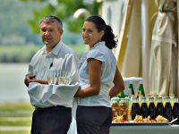 Service-Team bei der Hochzeit am See