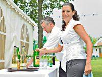 Servicepersonal bei der Hochzeit am Zicksee