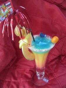 Fruchtiger Cocktail in der Strandbar Papillon