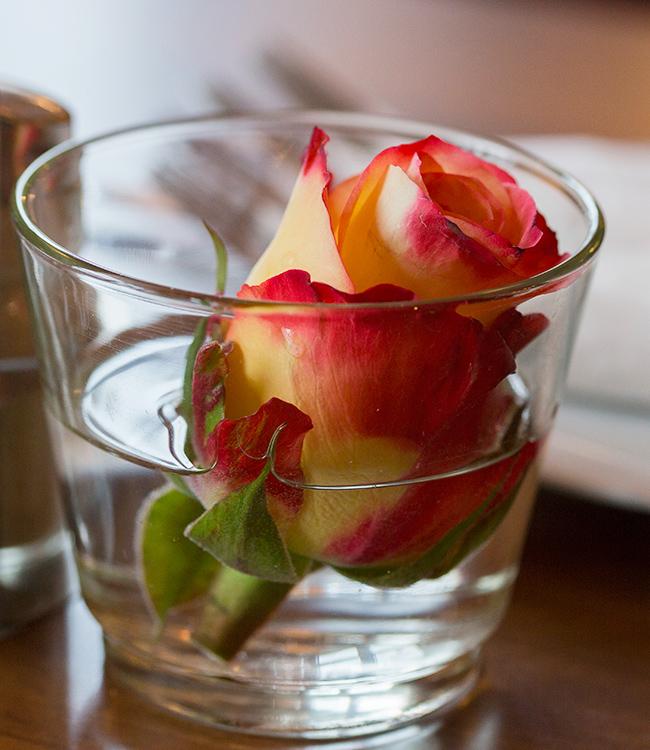 Tischdeko Rose im Glas