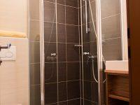 Bad mit Dusche und WC im Gasthof zur Linde