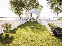Blick auf den Hochzeitspavillon am Ufer des Zicksees