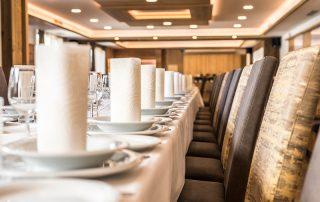 Festlich gedeckter Tisch im Gasthof zur Linde